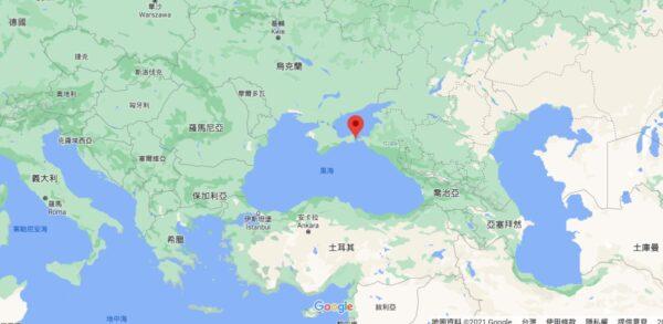 克赤海峽(Kerch Strait,紅點處)是連接黑海和亞速海的水道以及唯一航道。(取自GOOGLE MAP)