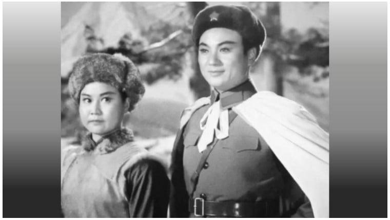 齊淑芳(左)帶領《智取威虎山》劇組赴美演出,30多人全部出逃,在美國尋求庇護。(網絡圖片)