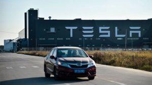上海女車主站車頂維權 Tesla提數據顯示剎車功能正常