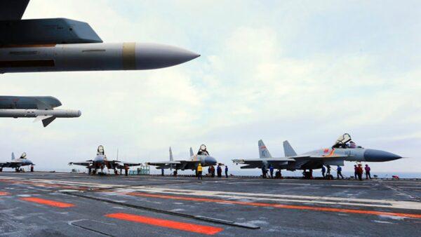 遼寧號航母上的戰鬥機。(AFP via Getty Images)
