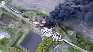 美國滿載化肥易燃物列車出軌 20個車箱起火