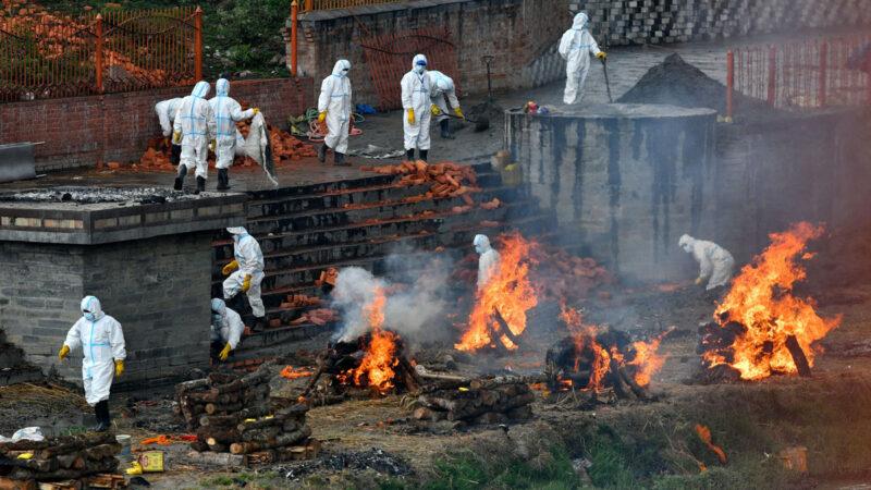2021年5月5日,尼泊爾首都加德滿都(Kathmandu)的一個火葬場。(PRAKASH MATHEMA/AFP via Getty Images)