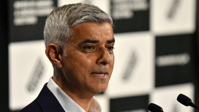 英國工黨籍的現任倫敦市長沙迪克汗2021年5月8日晚間取得55.2%票數,成功連任。(JUSTIN TALLIS / AFP)(Photo by JUSTIN TALLIS/AFP via Getty Images)