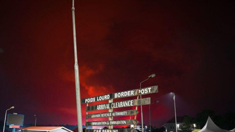 民主剛果火山噴發染紅天空 居民恐慌逃難