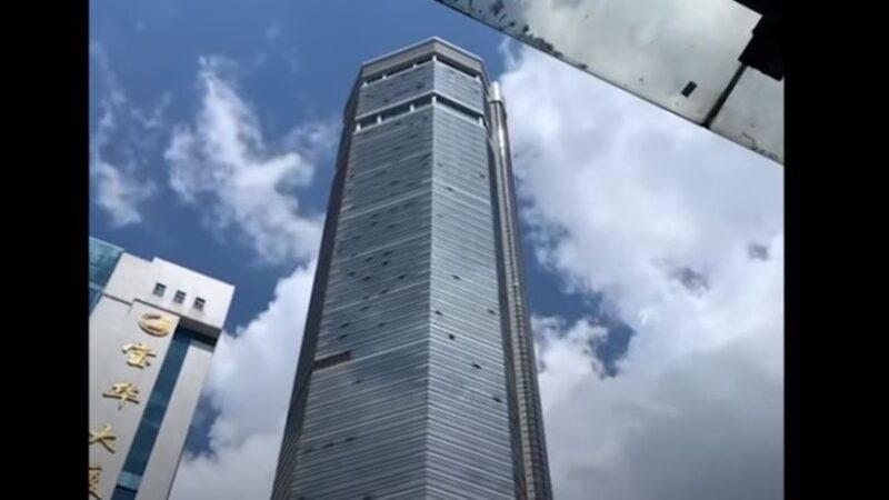 2021年5月18日下午,在沒有發生地震的情況下,中國深圳市賽格大廈突然發生搖晃,原因不明。(You Tube 影片截圖)