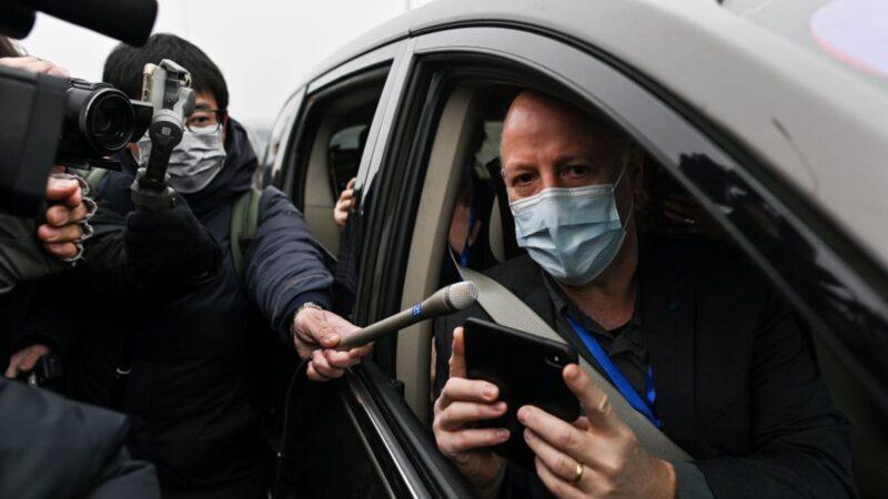 2月3日,世衛組織疫情溯源專家小組成員達薩克,到武漢病毒研究所調查。(HECTOR RETAMAL/AFP via Getty Images)