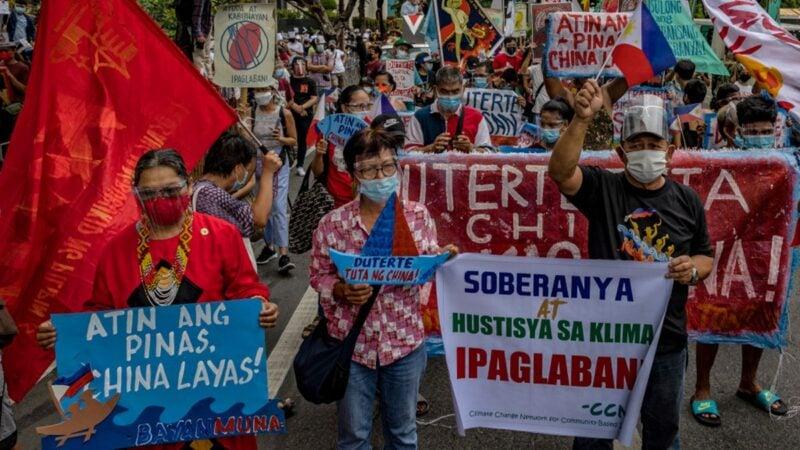 菲律賓千人包圍中使館 高喊:打倒帝國主義!