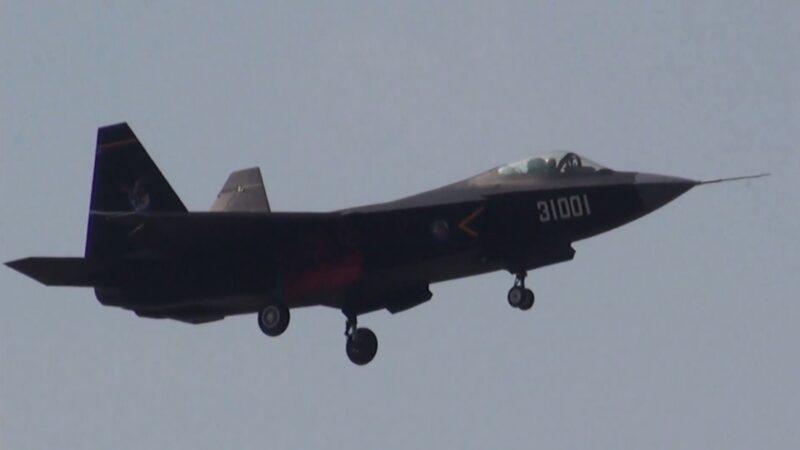 中航工業沈飛集團研製的FC-31戰機在2014年珠海航展上進行表演。(圖片來源:天劍2/維基百科)