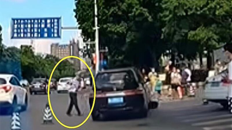 廣州商務車加速衝入人群 官稱司機「操作不當」