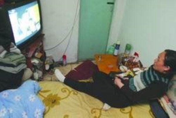 鄒春蘭在長春一間浴池當搓澡工時,浴池為鄒春蘭夫婦免費提供了一間5平方米的房間居住。(網絡圖片)