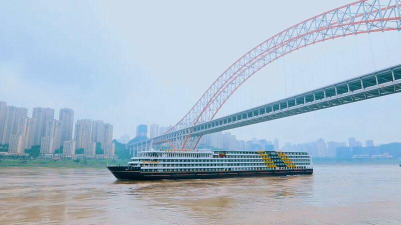 一艘遊輪在長江「流浪」 因疫情無法靠岸