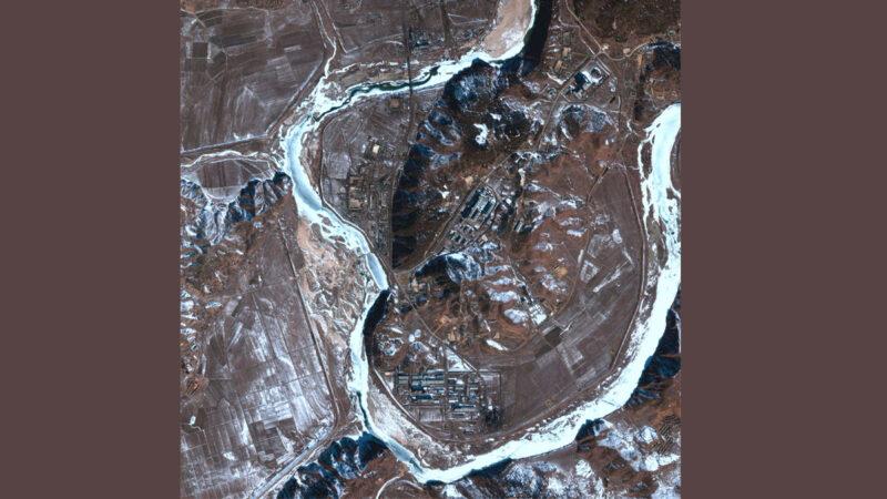 2002年2月拍攝的寧邊核設施(Yongbyon Nuclear Research Facility)衛星圖像。(U.S. International Security Research Institute/Getty Images)