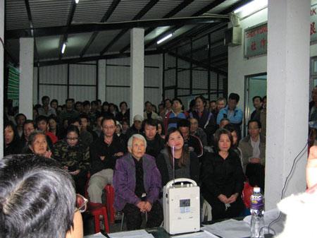 新界石崗菜園村居民在記者會上,向政府表達「不拆、不搬、不移」的訴求。(大紀元記者鄭麗駒攝)