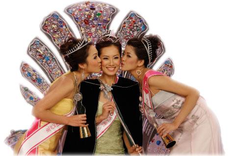 今屆亞姐冠軍姚佳雯(中)、亞軍顏子菲(左)及季軍賴琳恩的排名有可能隨時洗牌。(大紀元)