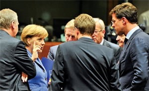 市場人士多希望,歐盟國家領導人星期三的集會,可使終結歐洲債務危機踏出第一步。圖為歐洲峰會23日現場情形。(GEORGES GOBET/AFP/Getty Images)