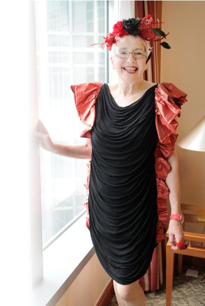Pollard喜歡這條裙子簡單但又不失細節和色彩,而且裙的布料有彈性,不皺,可隨意收藏和拿出來穿著,方便極了。