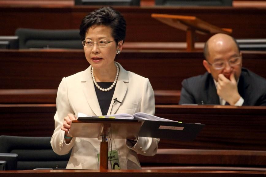 政務司司長林鄭月娥呼籲議員支援政改方案。(潘在殊∕大紀元)