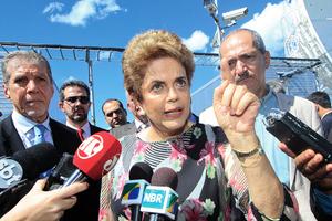 巴西參院審理總統彈劾案 羅塞夫出席