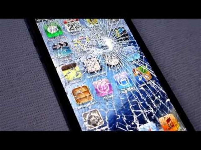 蘋果公司推出「壞換新」計劃,首次接受用戶以損毀了的iPhone換購新款iPhone手機,但此計劃僅限iPhone 5或以上的舊機。圖為一部屏幕破裂的iPhone。(維基百科)