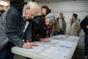 艾奧瓦州兩黨初選克魯茲、希拉莉勝出