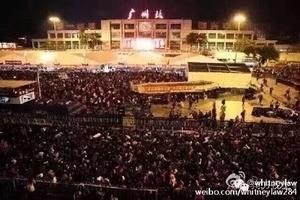 返鄉艱辛 列車晚點十萬人擠爆廣州火車站
