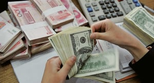 人民幣中間價下調超百點 離岸匯率急跌