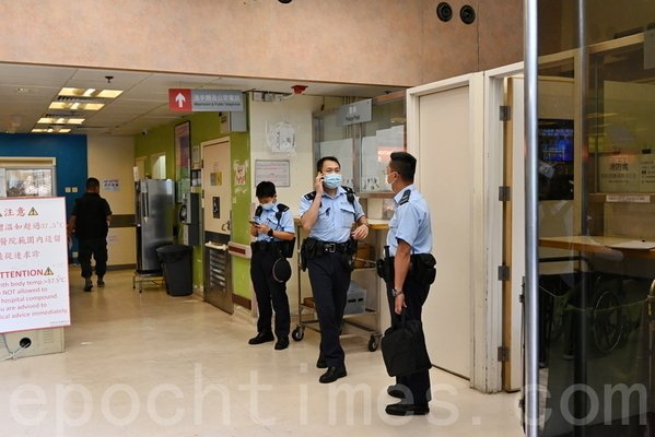 5月11日,梁珍在醫院驗傷後,隨即前往紅磡警署錄口供。案件目前由警方刑事調查隊(CID)跟進。(宋碧龍/大紀元)