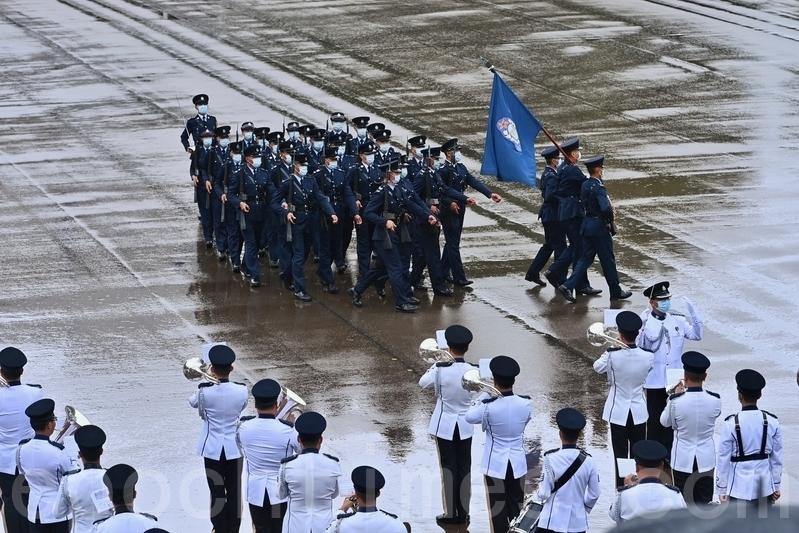 2021年4月15日是香港實施《港區國安法》後的首個「全民國家安全教育日」。當日,紀律部隊5間訓練學校舉辦開放日,其中在黃竹坑的香港警察學院,有中式步操等表演及反恐演練示範。(宋碧龍/大紀元)