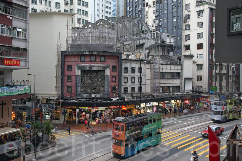 新世界發展昨天(2月18日)宣佈增聘千人,包括月薪高達10萬港元的筍工。圖為北角皇都戲院。(潘在殊/大紀元)