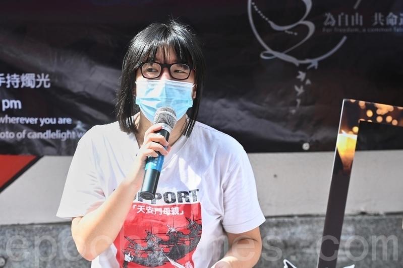 支聯會副主席鄒幸彤5月9日在旺角擺設街站,並表示無論警方是否反對,都將手持燭光進入維園。(宋碧龍/大紀元)