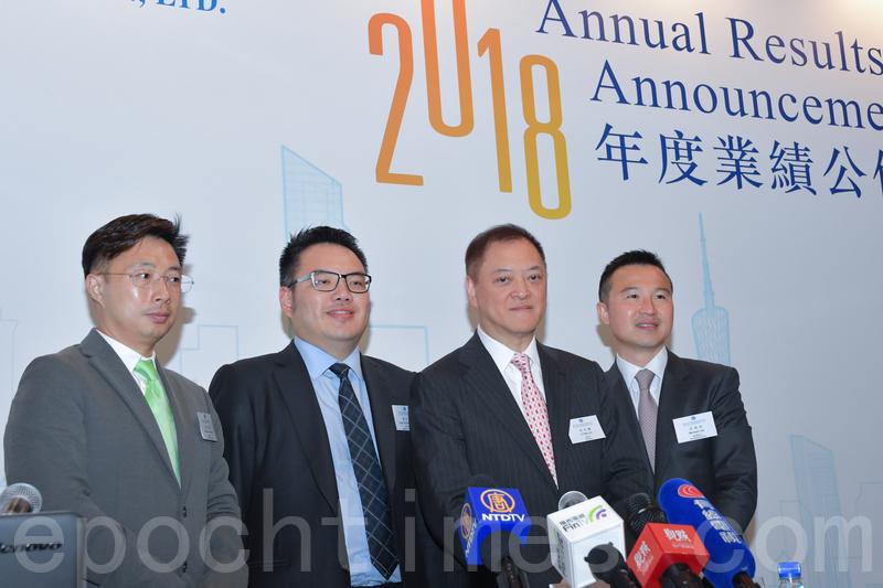 富力地產董事長李思廉(左三)。(郭威利/大紀元)